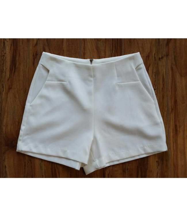 Apricot Tailored Short W/ Pockets White