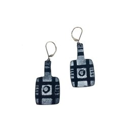 Julie Shaw Paddle Earrings: Black/White