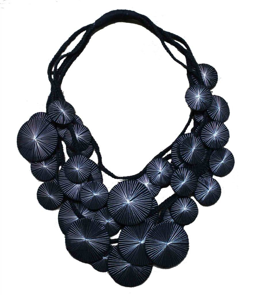 Beyond Threads Beyond Threads Platillos - Saucers Necklace: Black