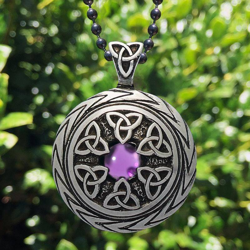 Pendant: Triquetra with Amethyst