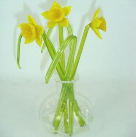 Figurine Glass Daffodils In Vase Celtic Heritage