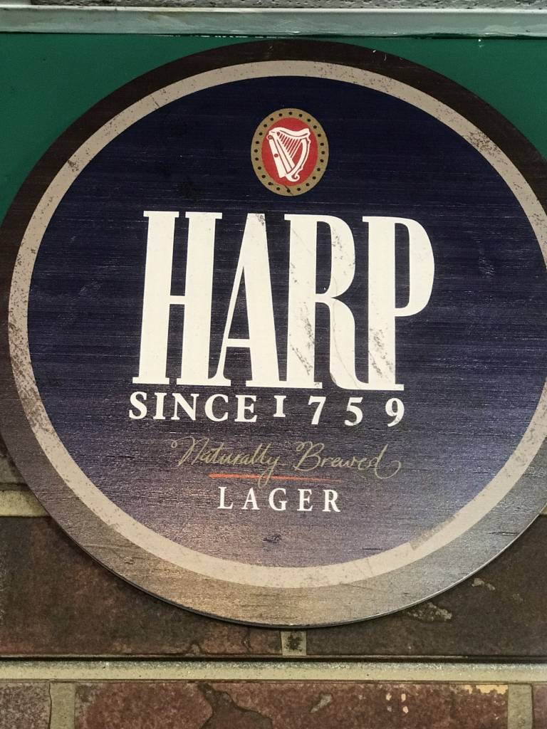 Harp: Blue Lbl Wooden Bottle Top