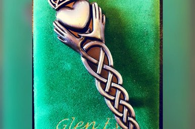 Kilt Pin: Claddagh Knot