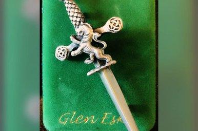 Kilt Pin: Lion Sword