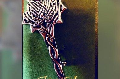 Kilt Pin: Thistle Knot