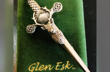Kilt Pin: Stag Sword