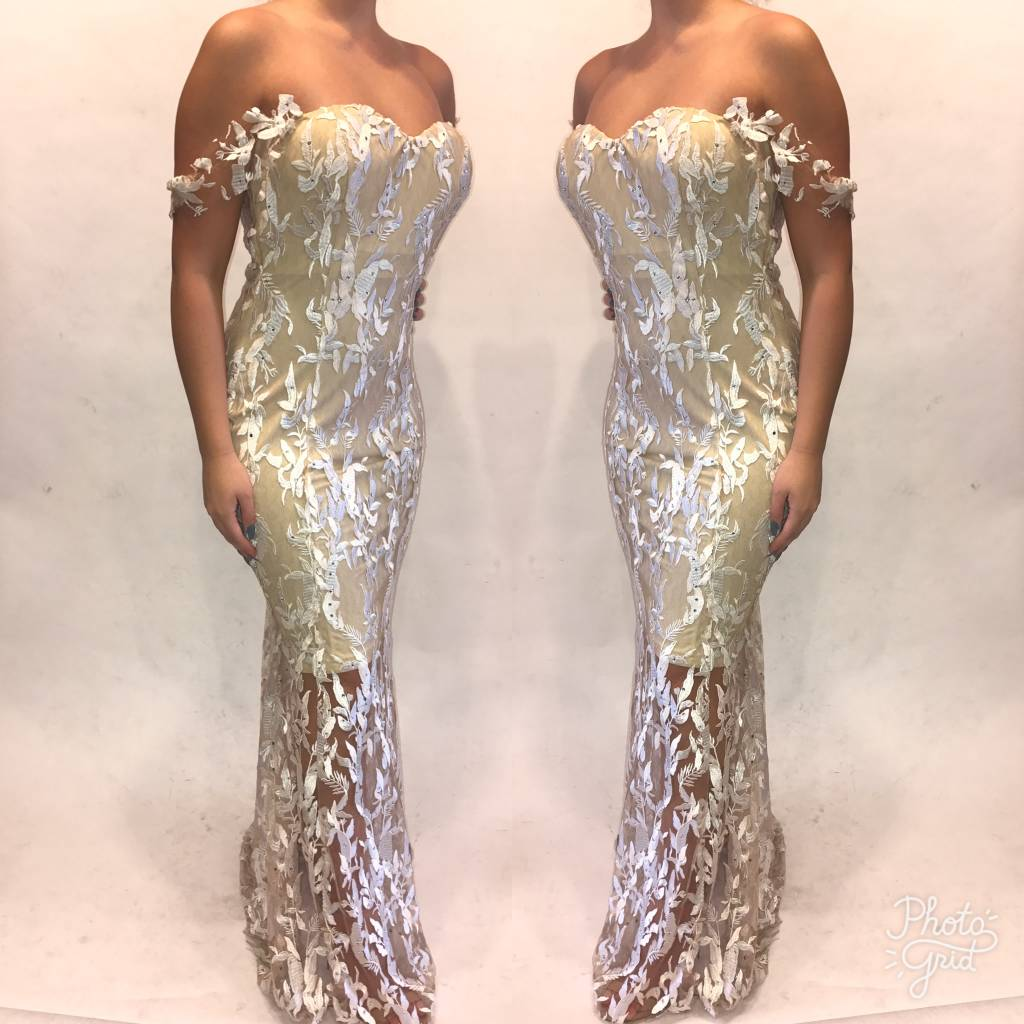 178Size 40  Ilare White Lace Gown  Worn Once