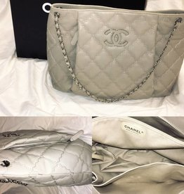 5010	Chanel	Grand Light Grey Shopper with Box and Tags	Gently Worn