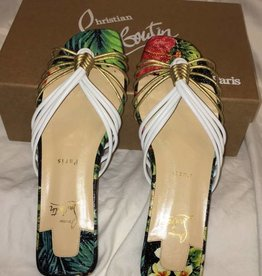 1015	Size 38	Christian Louboutin	Flat Nappa Hawaii Sandal 	New in Box