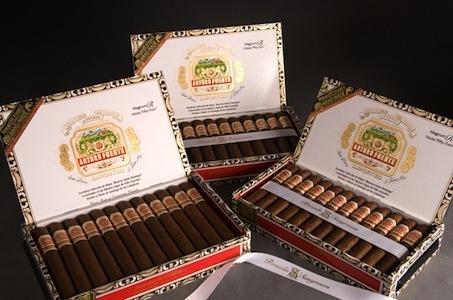 JC.N | Arturo Fuente | Rosado | SG Magnum R44 | 4 7/8 x 47 | Box of 44