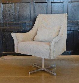 Avery Pedestal Swivel Chair Linen