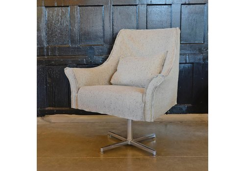 Avery Swivel Chair | Linen