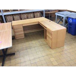 29x72x84x30 Wood L/Ped. R/Return desk