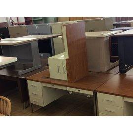 """30x60x29 1/4"""" Beige metal L/ped R/return desk"""