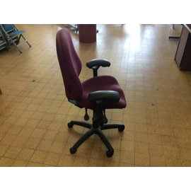 Maroon desk chair w/arms and casters