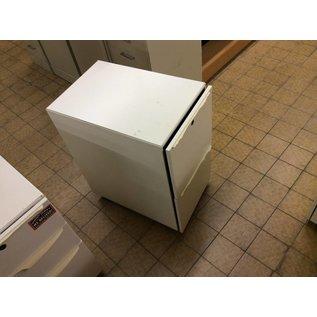 24x15x28 White 2 dr. file cabinets on castors(w/broken handles)
