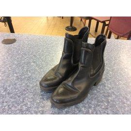 Black leather Zara Trafaluc boot Size 6/7ish?