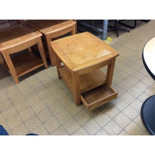 26 1/2x22 1/2x29 Wood end table