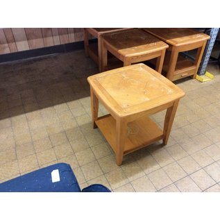 23 1/2x23 1/2x23 Wood end table