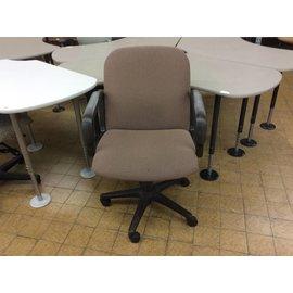 Brown desk chair w/arms & castors