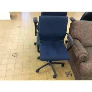 Blue desk chair w/arms & castors