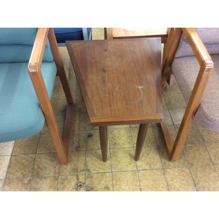 "25x23 1/2x18 1/2"" Wood end table"