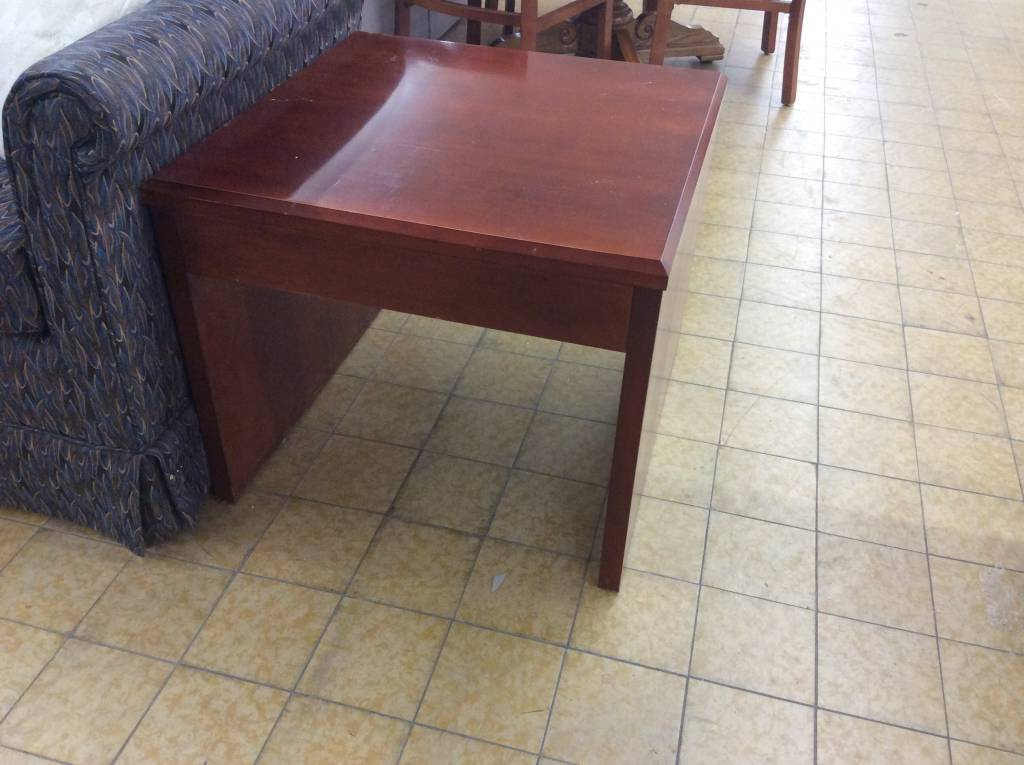 24x24x20 Cherry Wood End Table