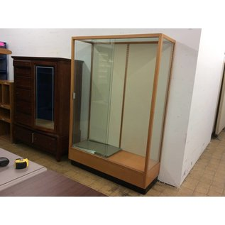 18 1/2x48x71 wood Display Case with glass doors, sides and shelves