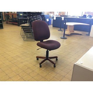 Burgundy Desk Chair on Castors (4/11/18)
