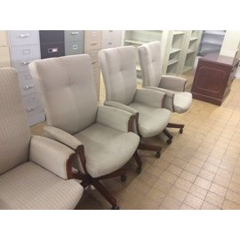 Beige Desk Chair w/ arms and castors (4/24/18)