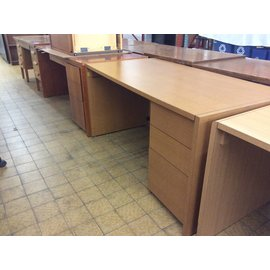 "30x60x30"" Right Pedestal Wood Desk (6/6/18)"