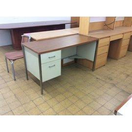 "24x54 3/4x29 1/2"" L Pedestal Woodtop Beige Metal Desk (8/28/18)"