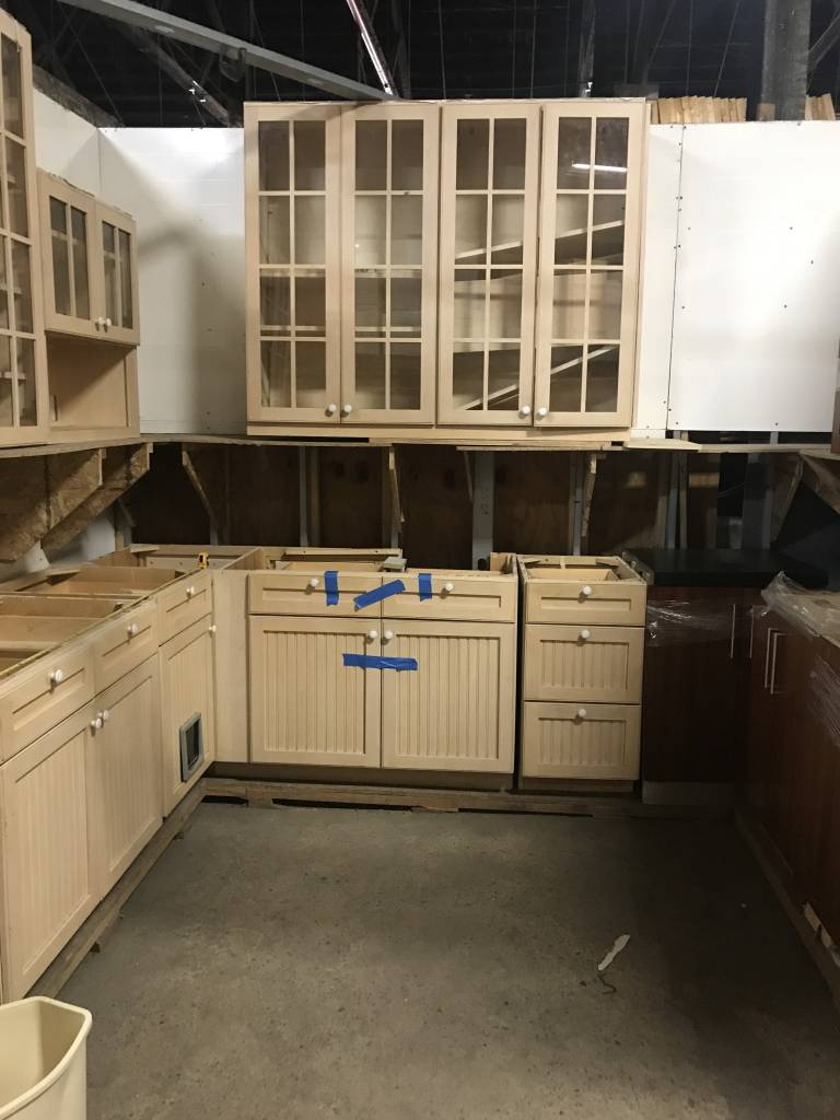 Queens White Oak Country Cabinet Set #YEL