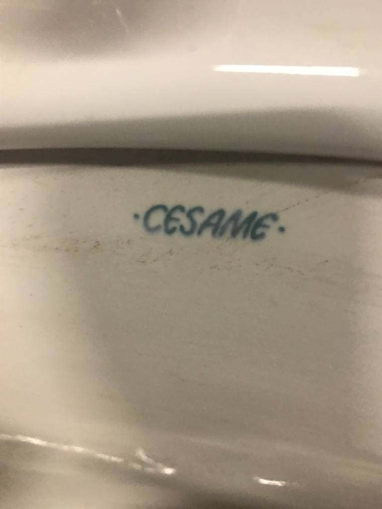 Queens Cesame Sink W/ Chrome Legs #YEL