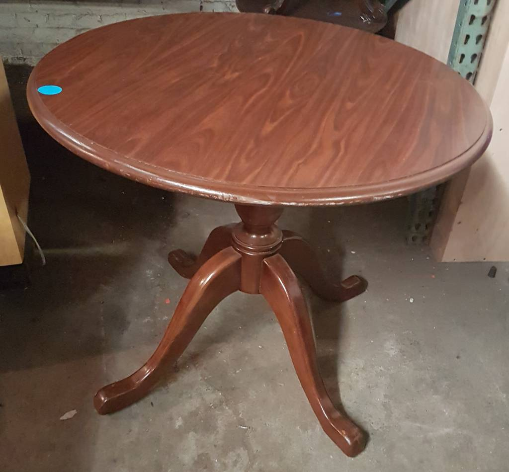 Queens Small Round Table