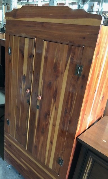 Queens Cedar Wardrobe#Red