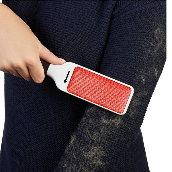 OXO FURLIFTER™ Garment Brush