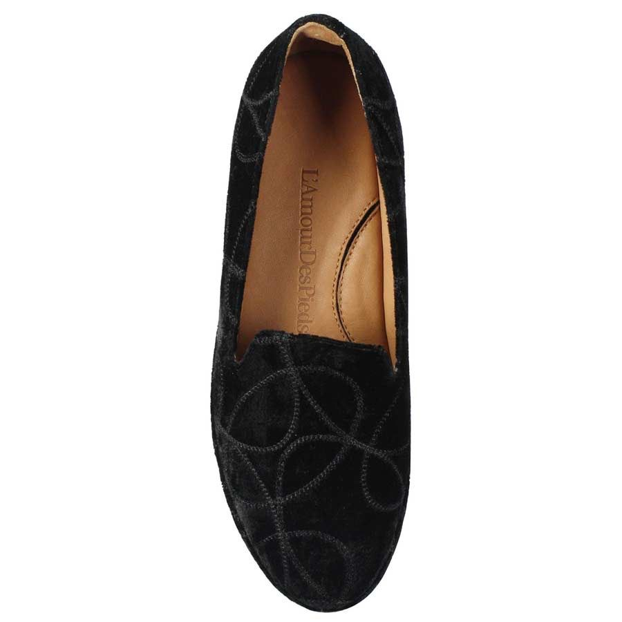 """L'Amour des Pieds The Carsoli is the perfect loafer with jeans or leggings. It is a """"wear everyday"""" high comfort shoe with plenty of chic-"""