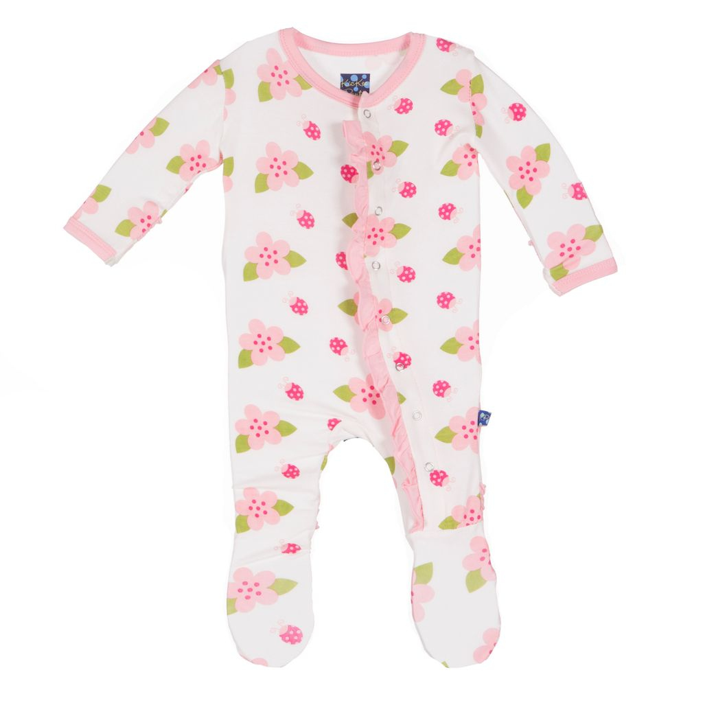 KicKee Pants Pyjama Avec Fleurs et Coccinelles de Kickee Pants/Print Ruffle Footie Natural Ladybug
