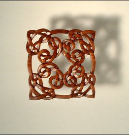 PLAQUES & GIFTS CELTIC KNOT SQUARE WOOD CARVING