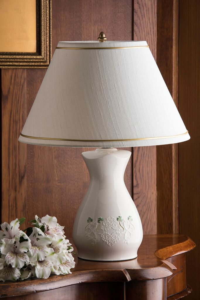 DECOR BELLEEK SHAMROCK LACE LAMP