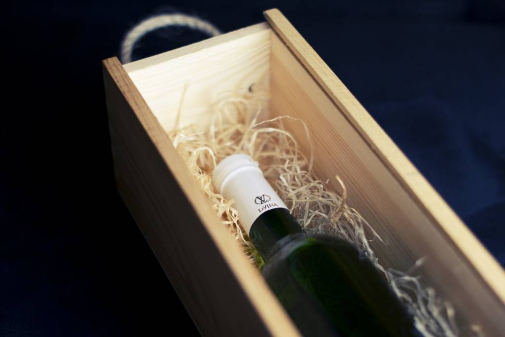 Ask Our Knowledgeable Staff about Shopping for Your Wedding Wine Box Ceremony