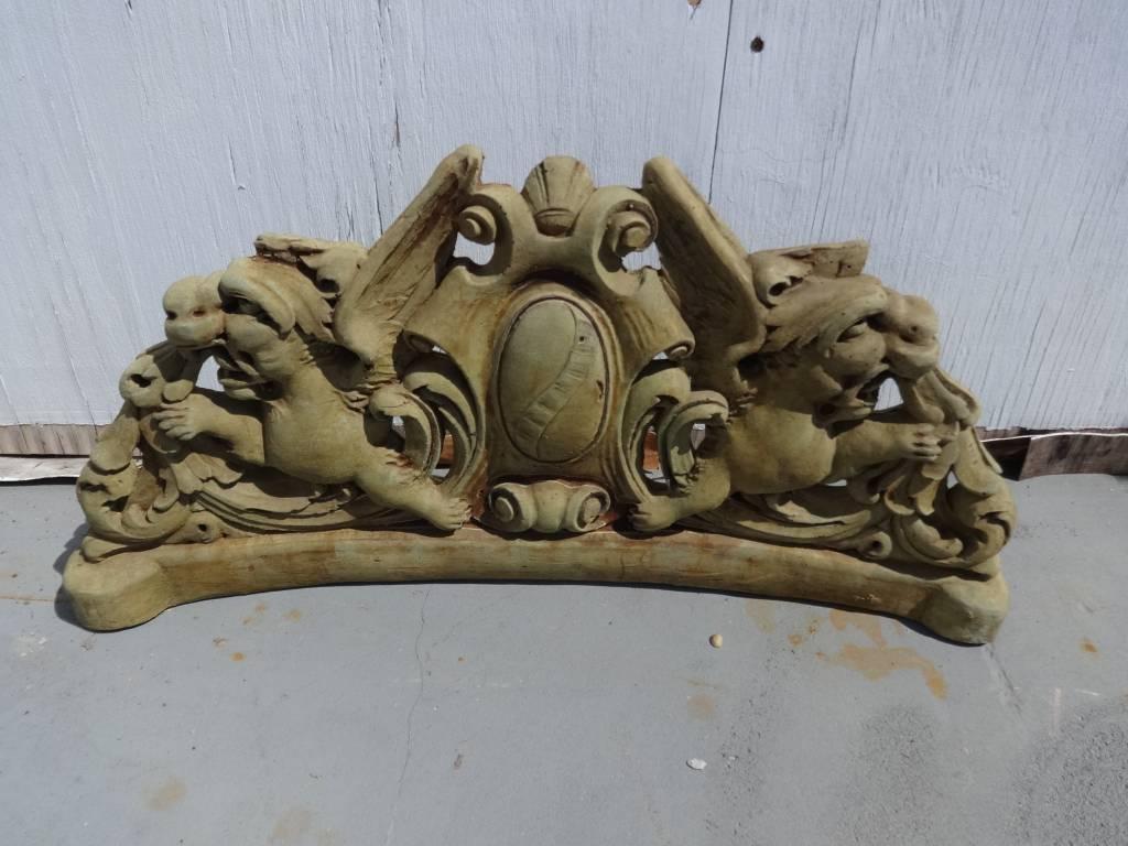 Renaissance crest
