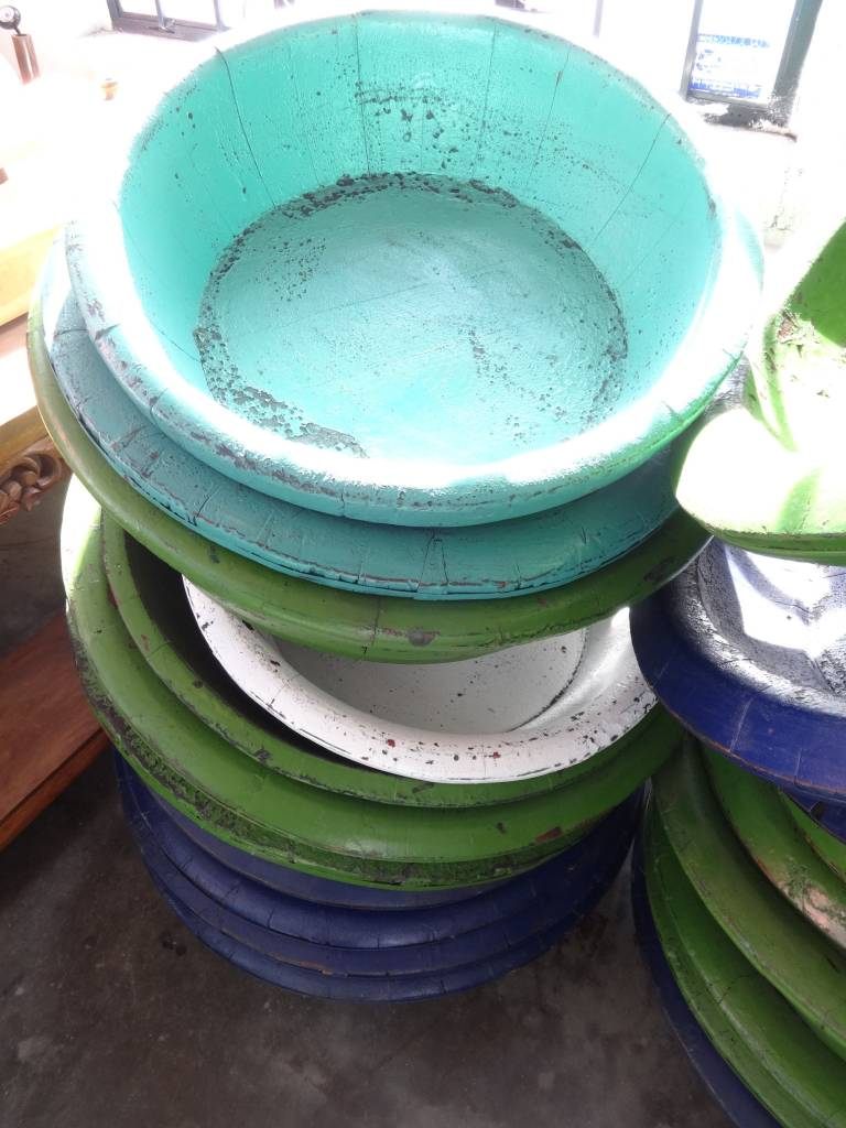 Round Wood planters
