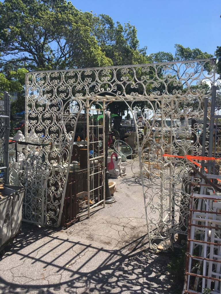 White Lattice Archway Gate 9'x8'