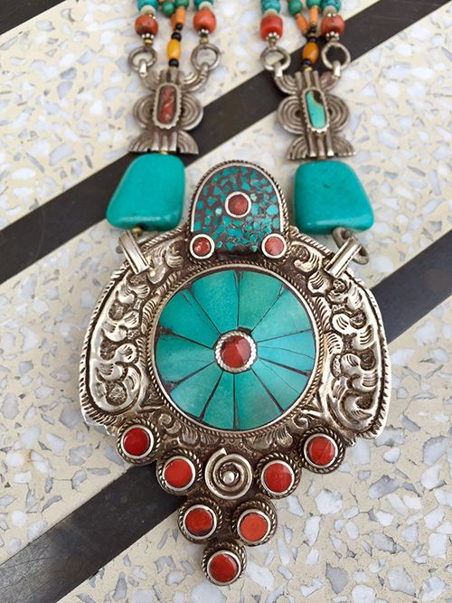 native american jewerly Durango silver offers quality turquoise jewelry and silver jewelry such as turquoise rings, turquoise bracelets, turquoise beads, silver earrings and turquoise pendants made by native american jewelry artisans and by our family.