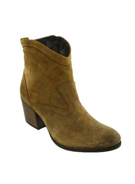 SAVVY BOOT BY TAOS IN MUSTARD