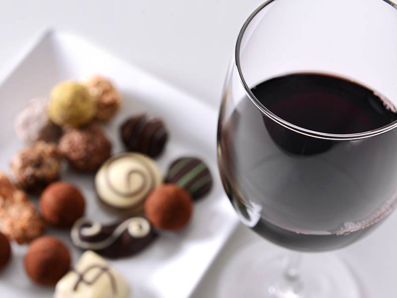 Top 5 Wine and Chocolate Pairings for Valentine's Day