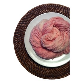 Delicious Yarns Frosting Fingering, Stawberry