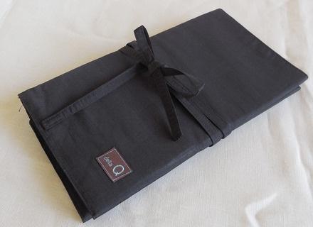 della Q DPN and Circular Case, Black